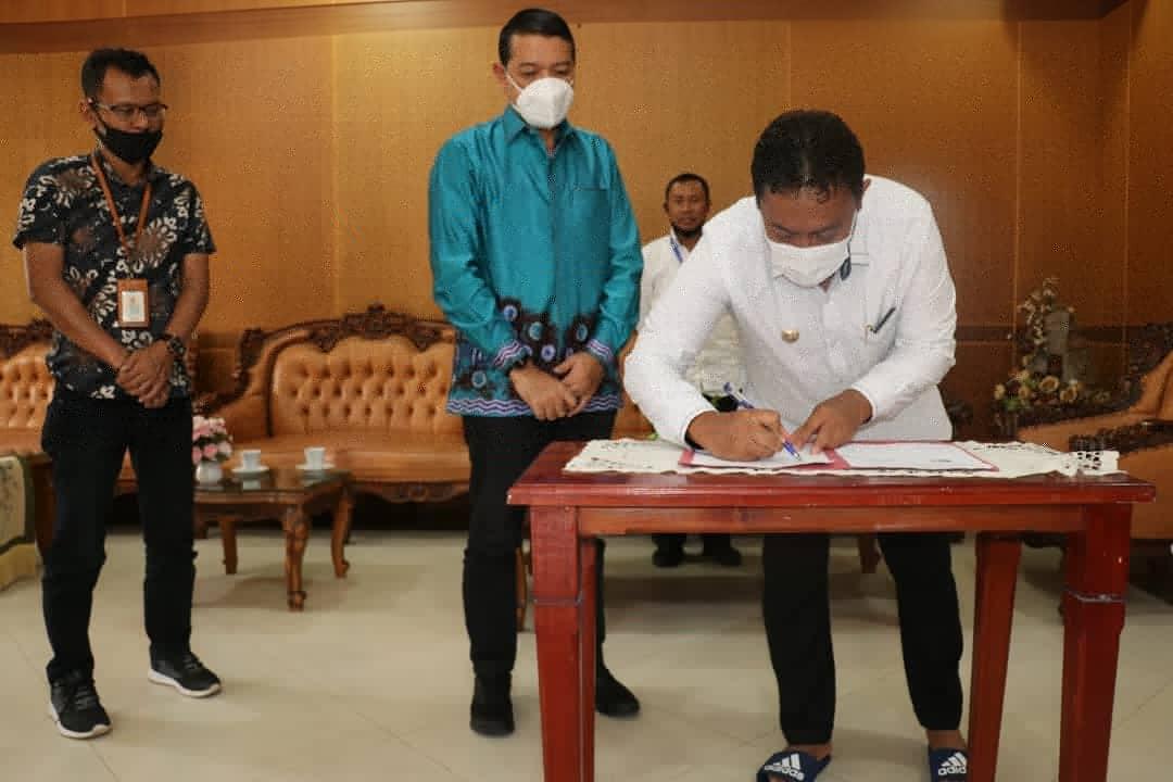 Bupati Pulpis Bersama PT Pelido III Tandatangani Berita Acara CSR PJU