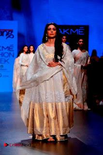 Actress Tabu Walk on Ramp for Gaurang Shah at Lakme Fashion Week  0011.jpg