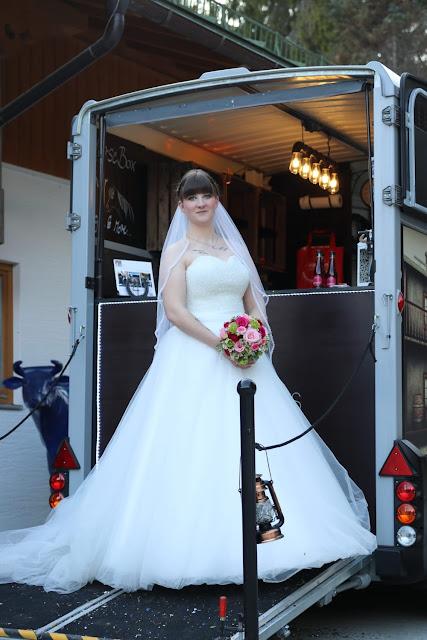 Braut, Hochzeit, Horsebox-Bar, Hochzeitsempfang, mobile Bar, Pop-up-Bar, Bar-Team, Event-Bar, rent a Bar, Garmisch-Partenkirchen, Hochzeitsbar, 4 Gin & Drinks
