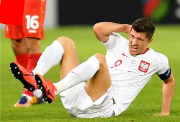 Robert Lewandowski out of World Cup qualifier against England