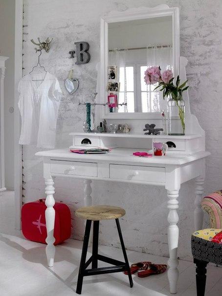 Home Decorating Ideas: White bedroom vanity