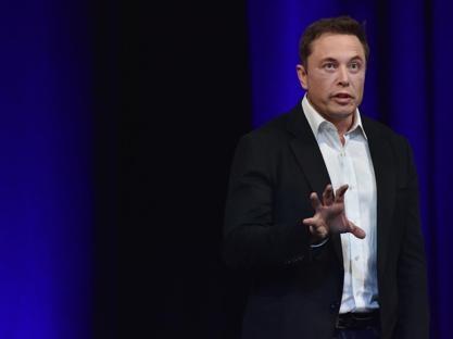 Tras escándalo de Facebook, Elon Musk elimina sus cuentas