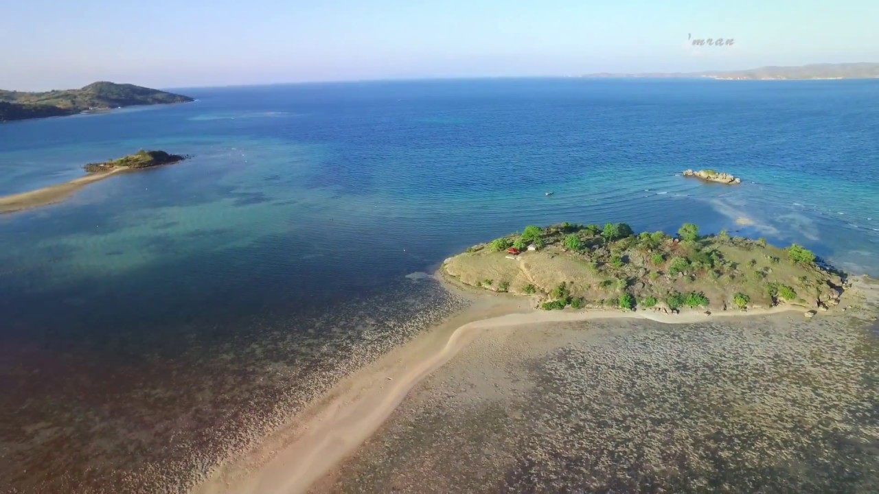Uniknya Fenomena Laut Terbelah di Pantai Lariti Bima - Info Wisata