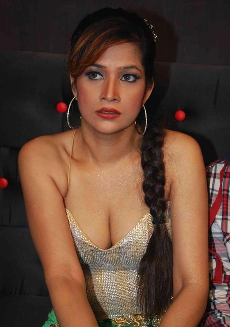 tamil hot cleavage
