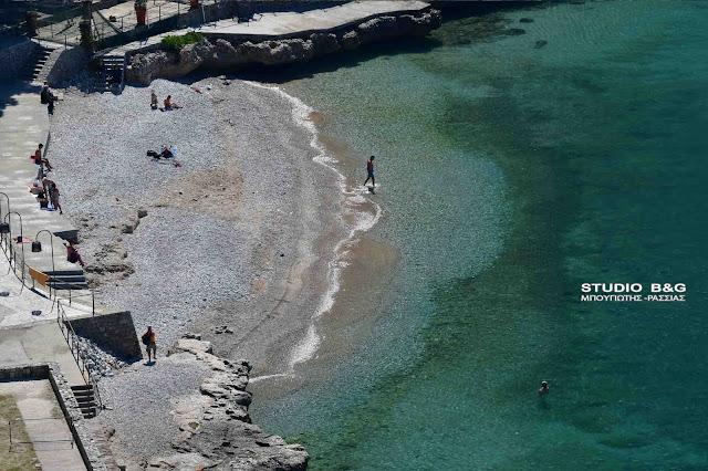 Αργολίδα: Όλο και περισσότεροι στις παραλίες