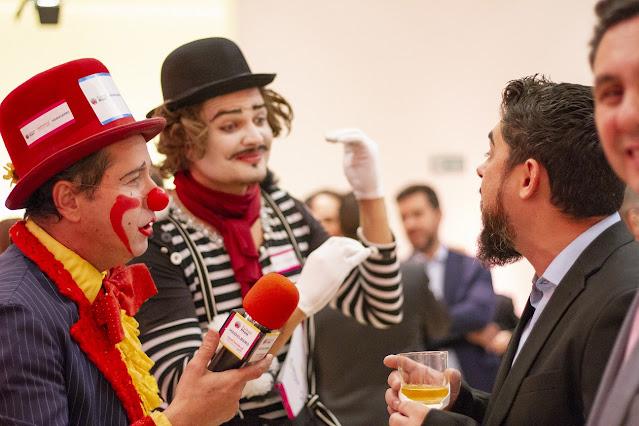 Ação com artistas Palhaço e Mímico de Humor e Circo para evento de Abigraf que tinha a necessidade de trabalhar com a exposição das 9 marcas patrocinadoras do evento.