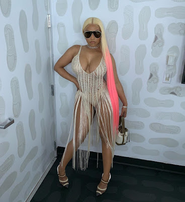 Nicki Minaj Nicely Flaunts Her Massively Endowed Body