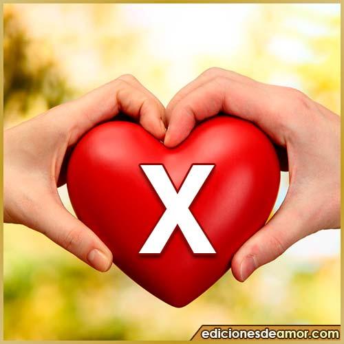 corazón entre manos con letra X