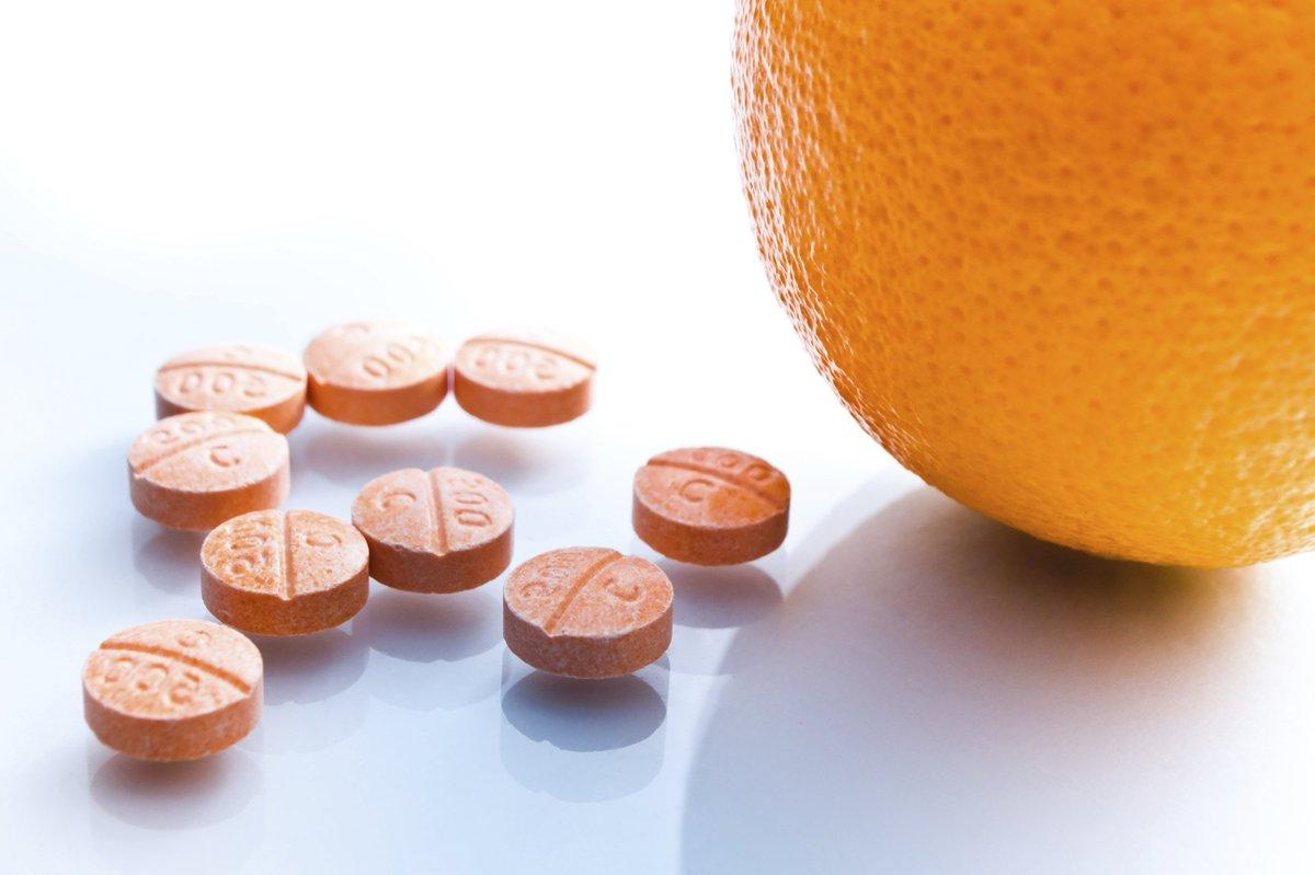 su-that-ve-thuoc-uong-trang-da-toan-than-vitamin-c
