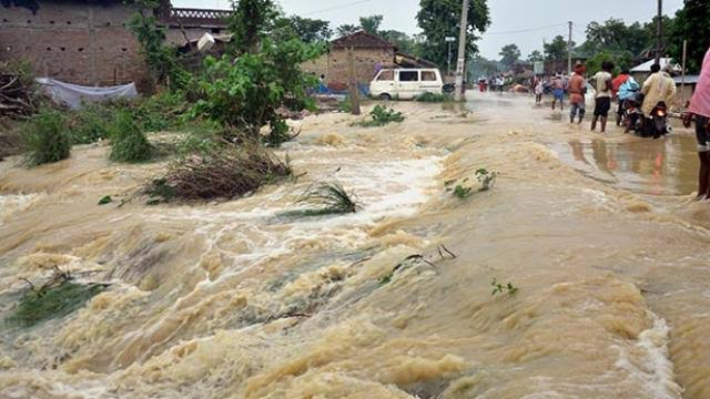 25 dead due to heavy rains in Bihar, 12 trains dropped.