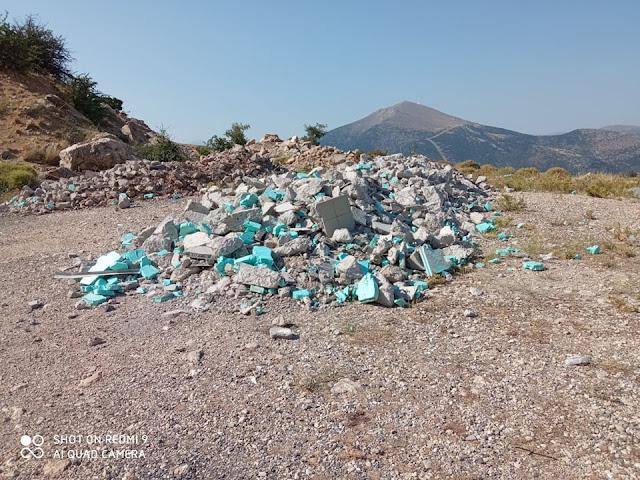 Αχλαδόκαμπος Αργολίδας: Εργολάβος άδειασε μπάζα του δίπλα στον κεντρικό δρόμο