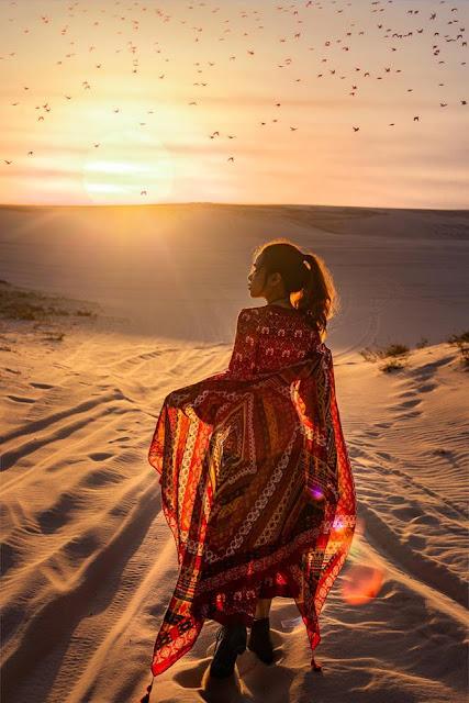 Nhắc đến Quy Nhơn (Bình Định), hầu hết ai cũng nghĩ tới Eo Gió, đảo Kỳ Co, Cù Lao Xanh... mà quên đồi cát Phương Mai, điểm check-in đẹp mộng mơ cạnh bãi biển Nhơn Lý. Nơi đây được xem là một trong những đồi cát đẹp nhất miền Trung. Nếu có dịp ghé Phương Mai, bạn đừng bỏ qua thời điểm bình minh hay hoàng hôn, khoảnh khắc đẹp nhất trong ngày tại tiểu sa mạc