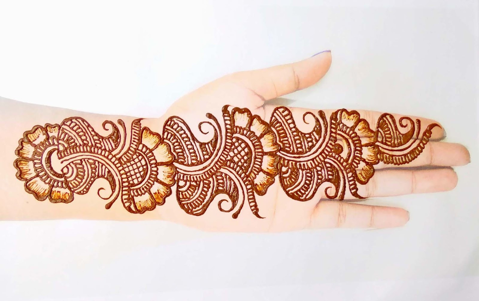 Stylish Mehndi Designs for Front Hand