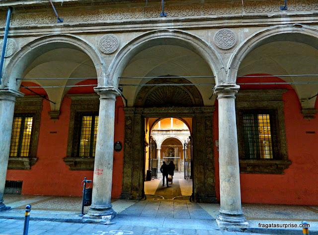 Prédio histórico da Universidade de Bolonha, Itália