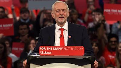 El líder del Partido Laborista británico, Jeremy Corbyn, pronuncia un discurso ante los simpatizantes en Birmingham, centro de Inglaterra, 20 de mayo de 2017.