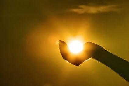 ESTRENANDODIA: Enviados a irradiar una luz que proviene de una fuente  infinita