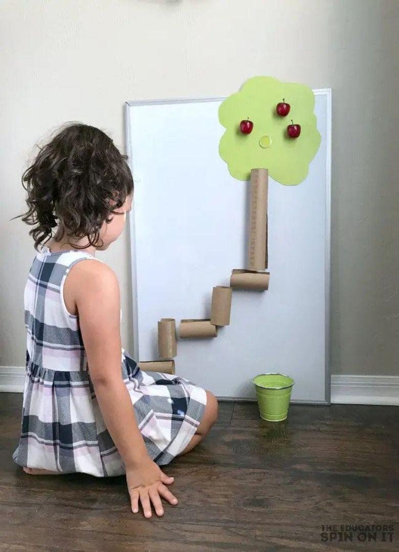 apple theme STEM activity for preschoolers