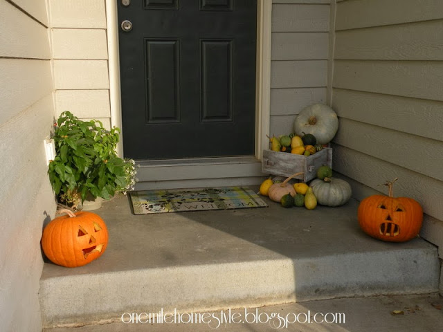 Fall entryway decorating