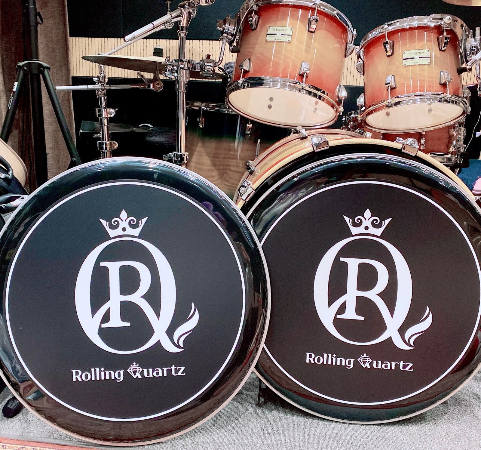 rolling quartz logo
