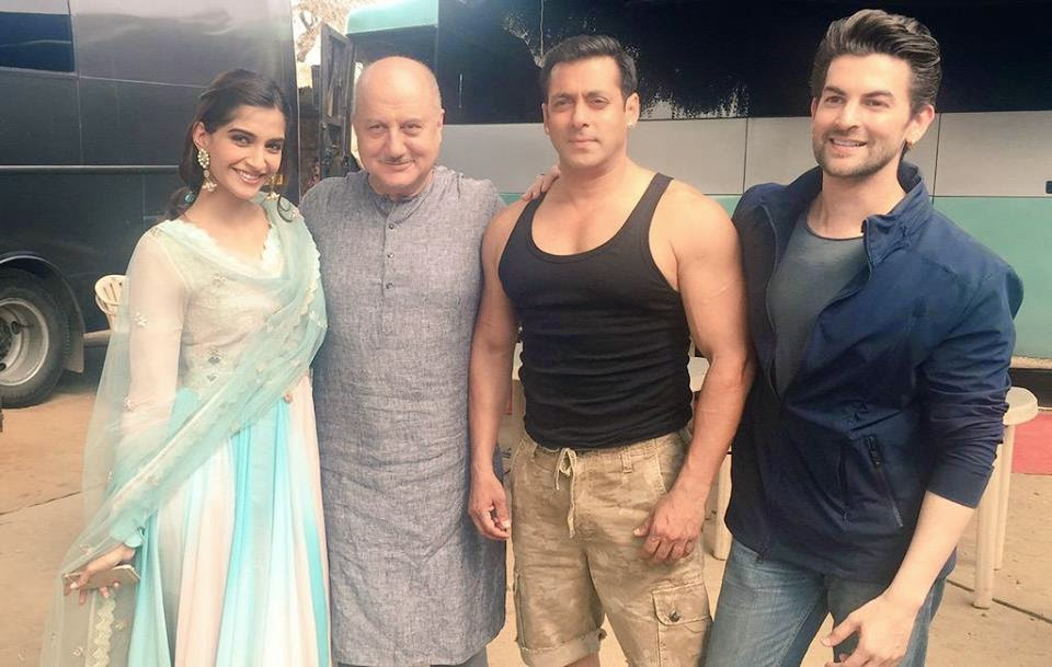 Sonam Kapoor with Salman Khan on the sets of ‪ ‎Prem Ratan Dhan Payo‬