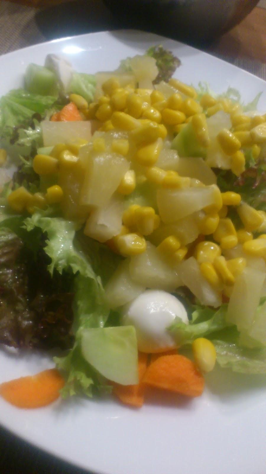 Rezept Salat mit marinierten Putenbruststreifen und Kräuterbaguette