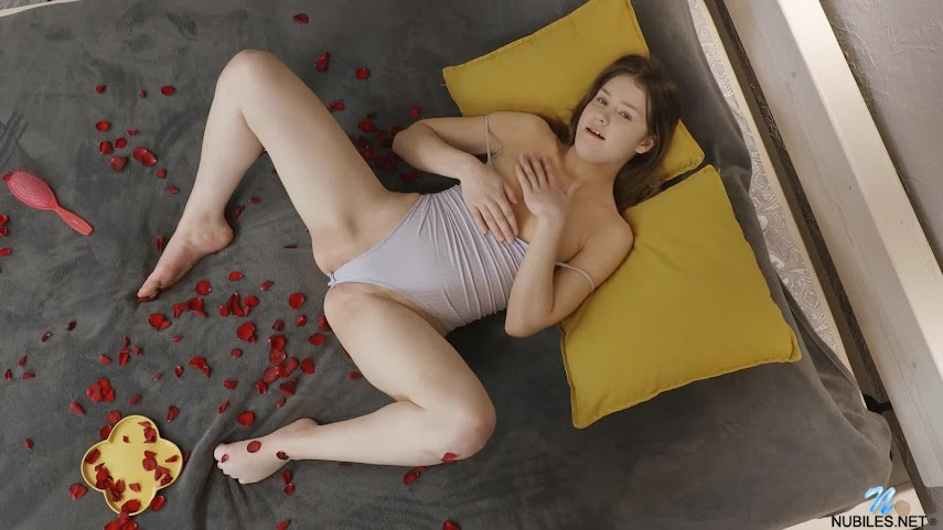 1618388227_matty_s1-058 [Nubiles] Matty - Bed Of Roses nubiles 04260