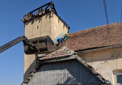 Kigyulladt az erdélyi Bethlenszentmiklós unitárius templomának tornya