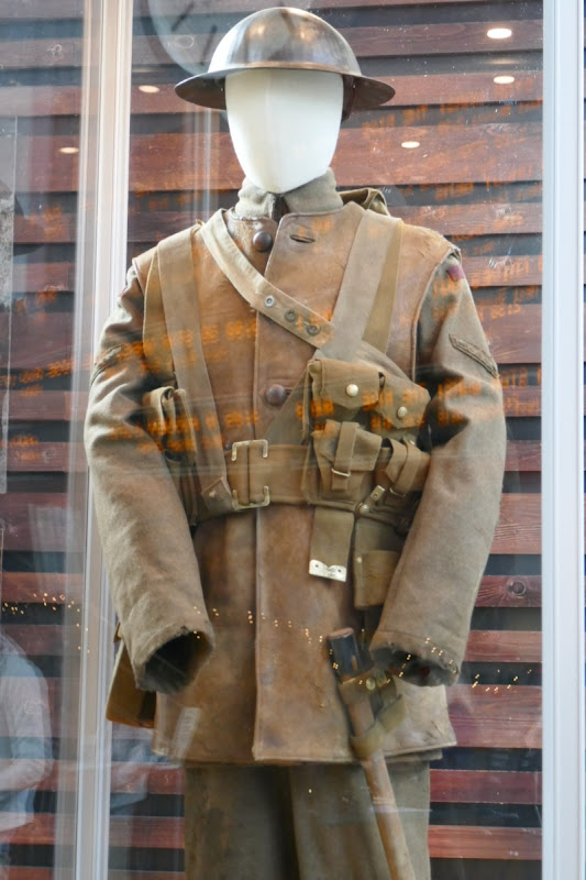 George Mackay 1917 WWI movie costume