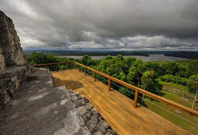Yaxhá estrena escalinatas para recibir al turismo