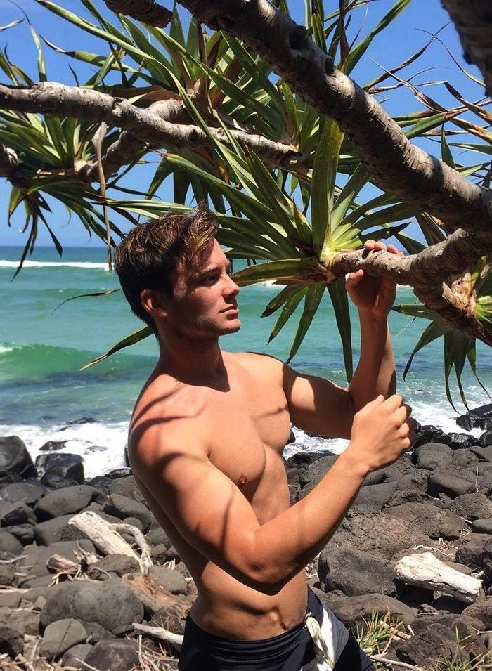 summer-vacation-fit-young-bare-chest-hunk