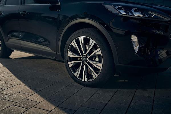Ford Kuga Hybrid começa a ser produzido na Europa