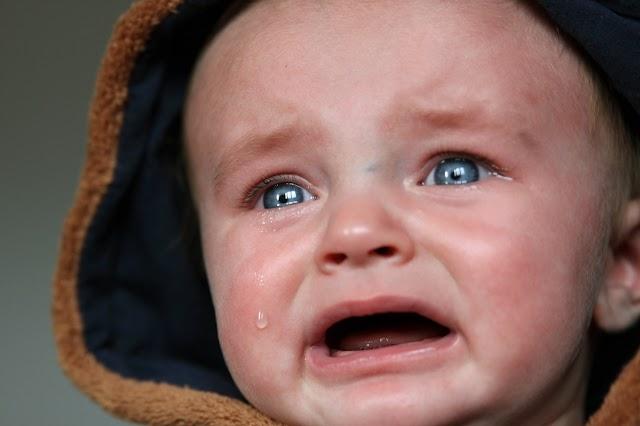 Ağlayan Çocuk Karşısında Anne Babalar Ne Yapmalı?