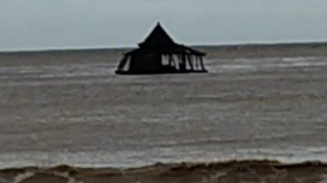 Viral Video Masjid Apung di Pacitan Hanyut hingga ke Lautan, Terbawa Arus Sungai Grindulu Viral Video Masjid Apung di Pacitan Hanyut hingga ke Lautan, Terbawa Arus Sungai Grindulu