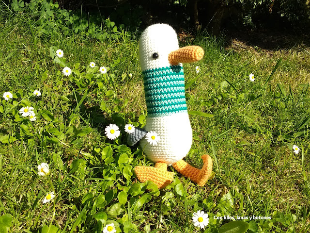 Con hilos, lanas y botones: Alberto Gaviota amigurumi (patrón de Pica Pau)