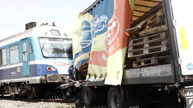Σύγκρουση τρένου με φορτηγό στη Θεσσαλονίκη