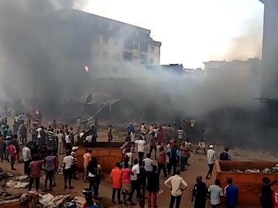 Ochanja Market on Fire as Fuel Tanker Falls, Explodes in Onitsha- Eyewitness. VIDEO