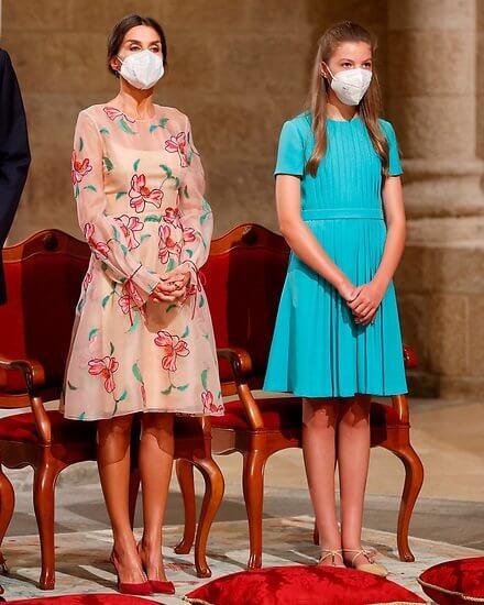 Queen Letizia wore a floral embroidered organza dress from  Carolina Herrera. Crown Princess Leonor and Infanta Sofia