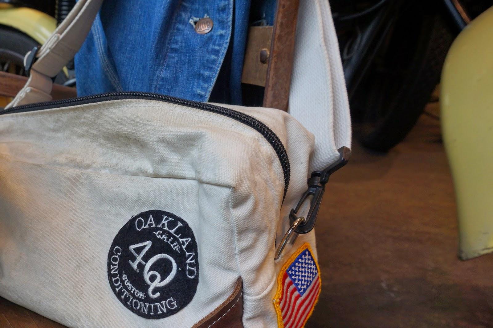 ベッケルのネセサリーバッグを自己流カスタムを施したもの。