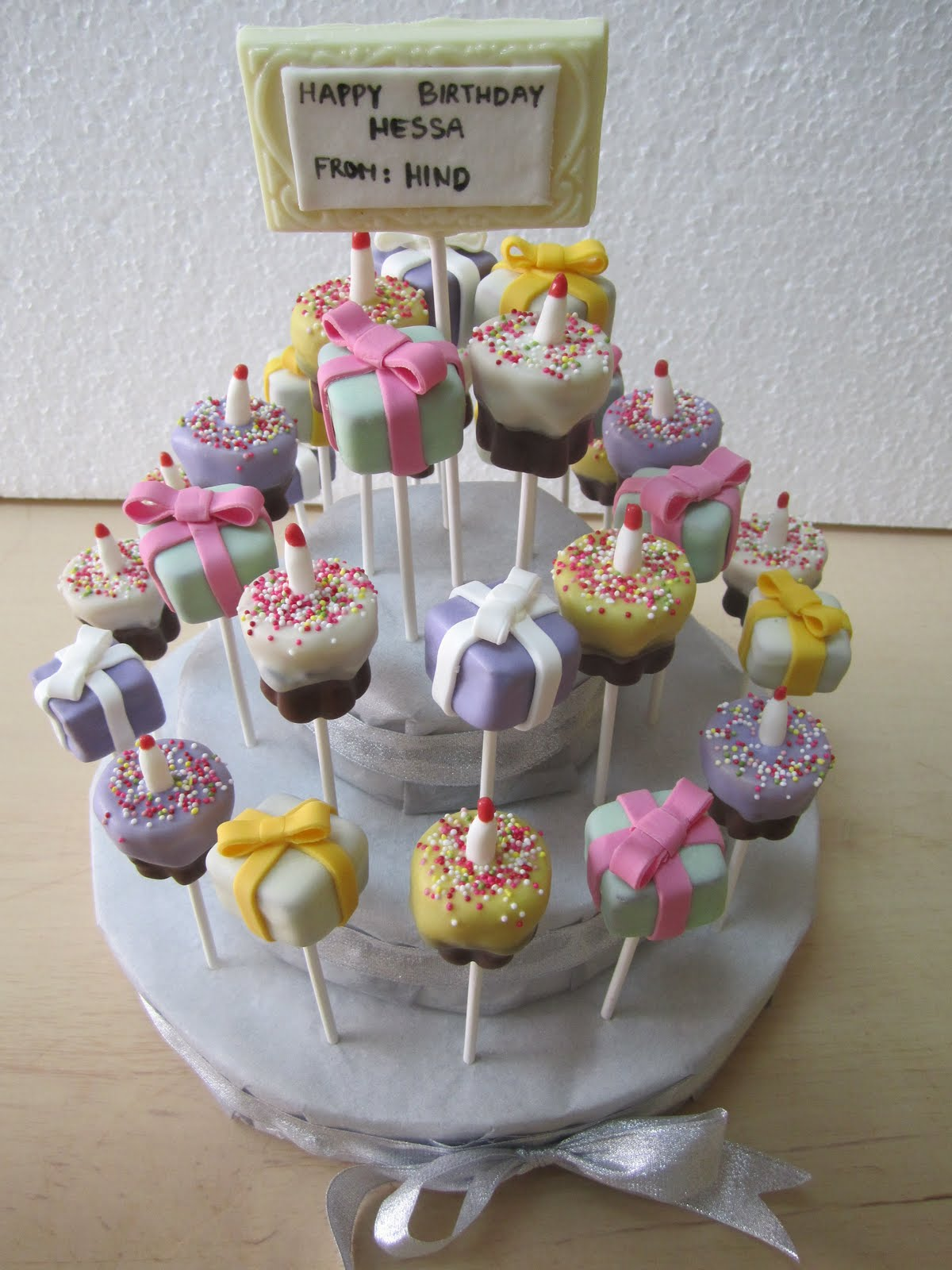 POPS CAKE: Birthday Gift Cake Pops