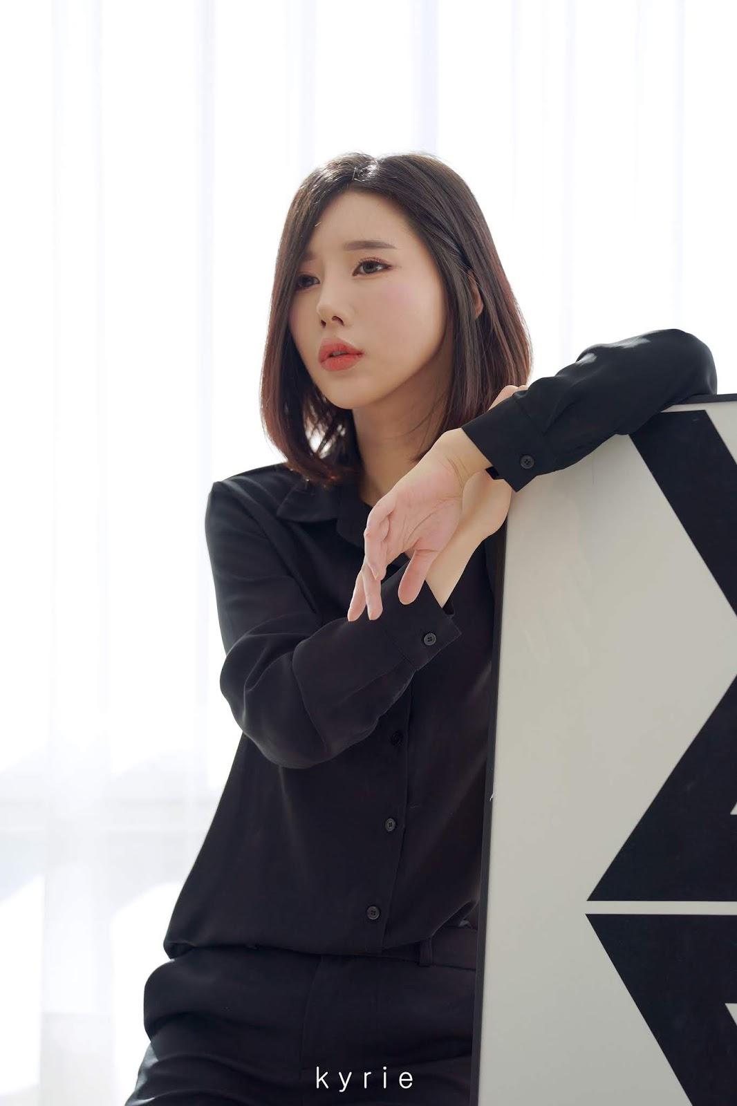 Korean racing queen - Song Ju Ah - Studio Photoshoot - Picture 9