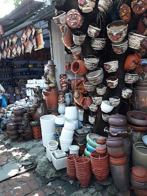 バッチャン村の陶器市場