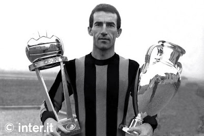 Armando Picchi with the Champions Cup and the Intercontinental Cup