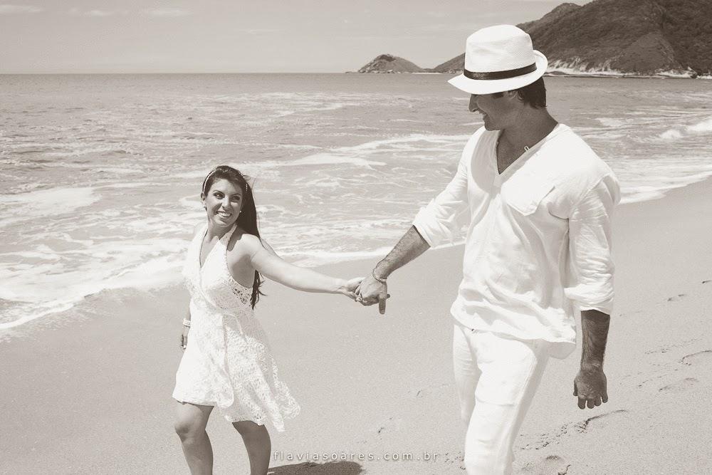 esession-romantica-noivos-praia-1