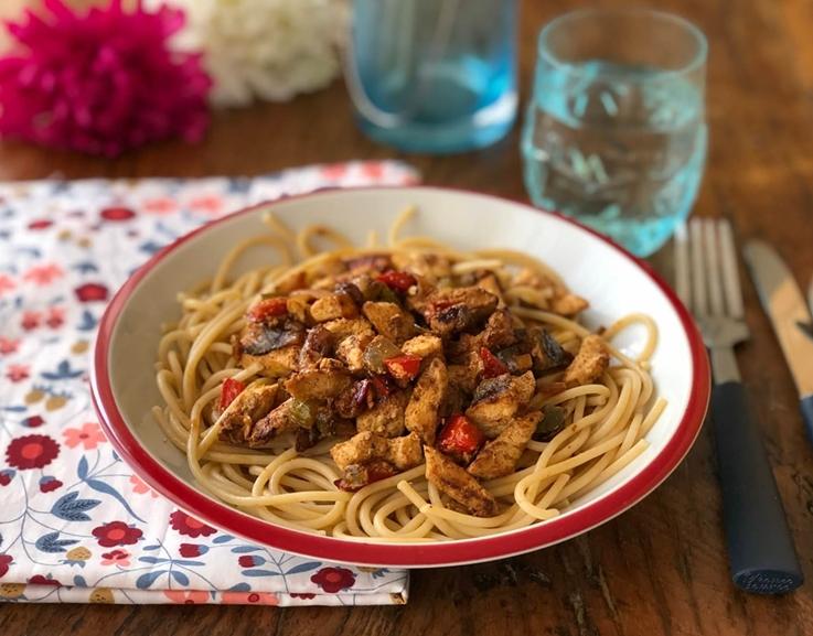 Espagueti con pavo adobado