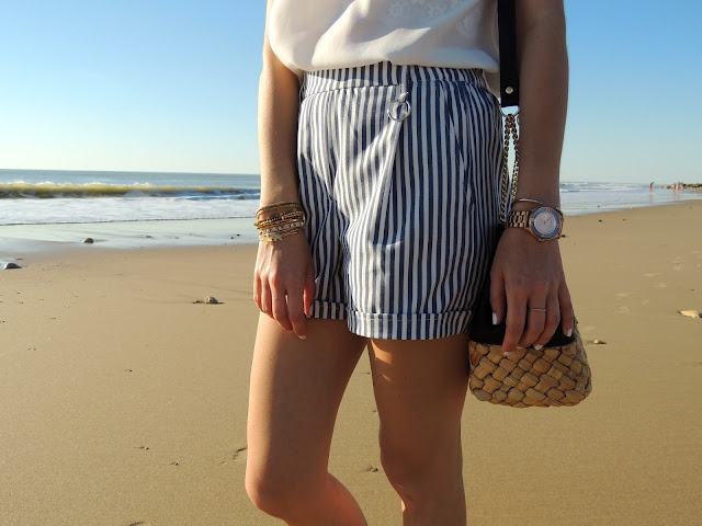 short rayures rayé blouse blanc dentelle sac zara hipanema mango bershka montre marc jacobs manchette plage