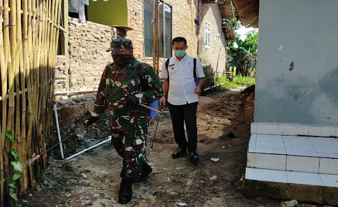 Cegah Covid-19, Koramil 0227/Cipocok Jaya Laksanakan Penyemprotan Disinfektan Dilingkungan Warga