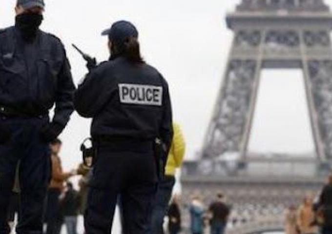 Attentato a Parigi: 5 fermi