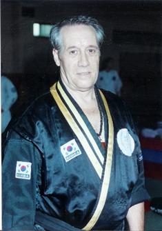 KUKSA NIM (gran maestro) MAESTRO D. FÉLIX SERRANO PÉREZ Nació el 4 de febrero de 1952 y falleció el 03 de agosto del 2019.