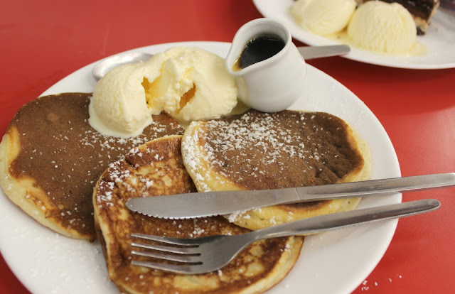 Ed's Easy Diner Giant Pancakes Review