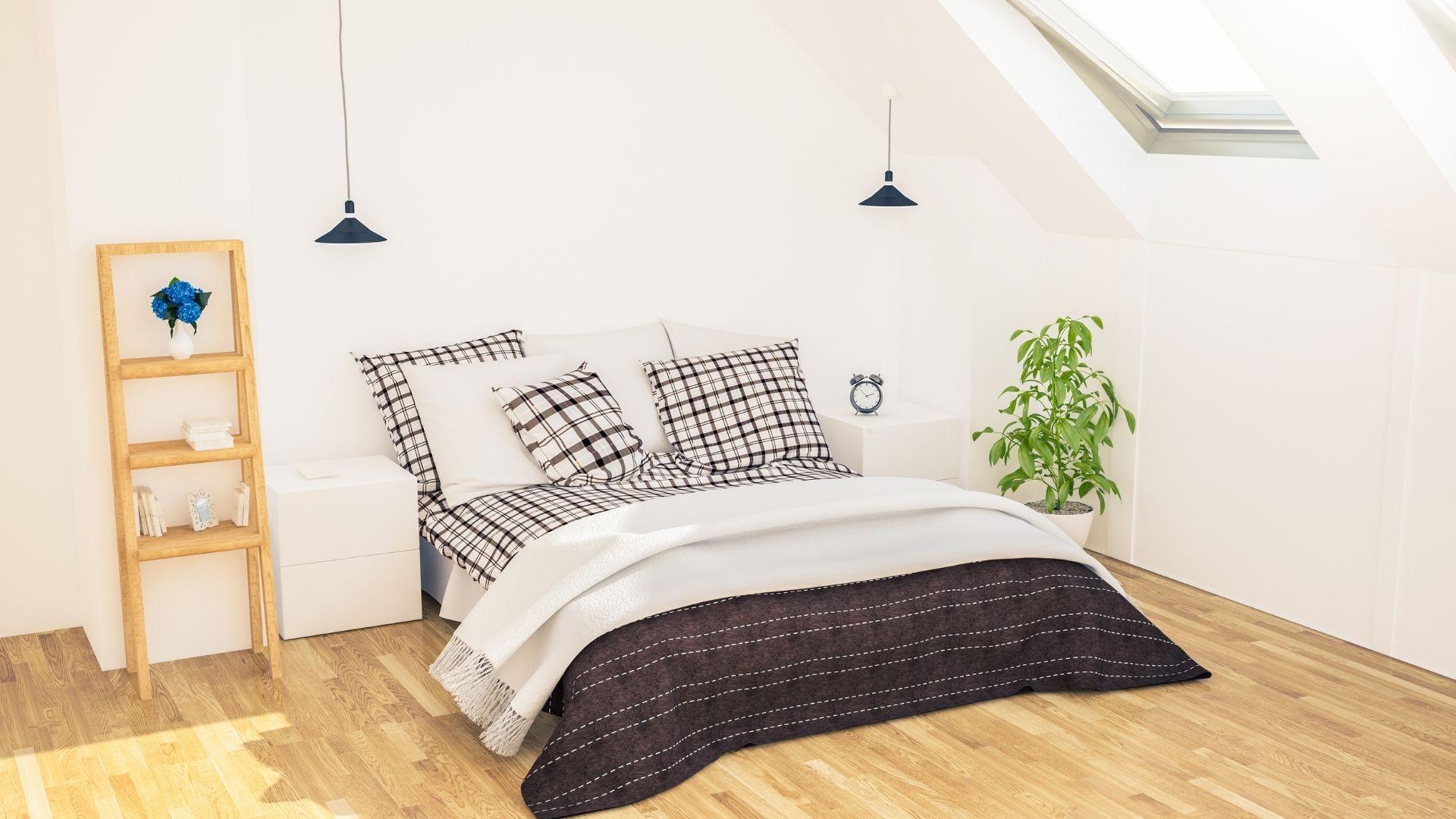 sypialnia na niskim poddaszu ze skosami